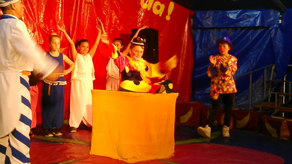 Zirkus Buration in Leer, Zauber Beine