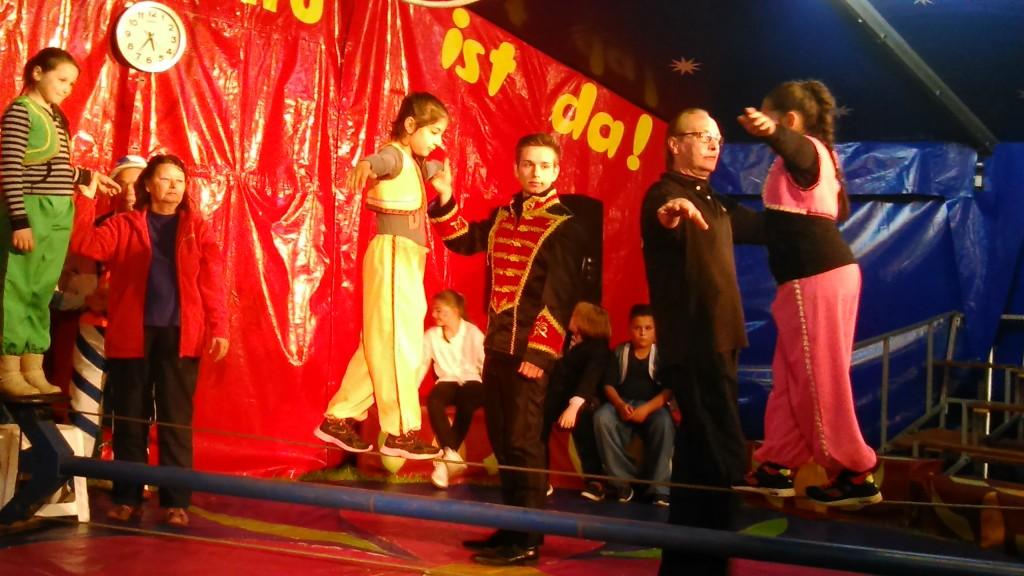 Zirkus Buration in Leer, Seiltanz